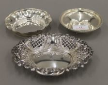 Three small silver dishes (6.