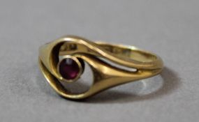 An 18 ct gold and ruby ring (2.