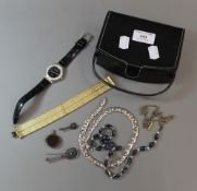 A quantity of miscellaneous jewellery,