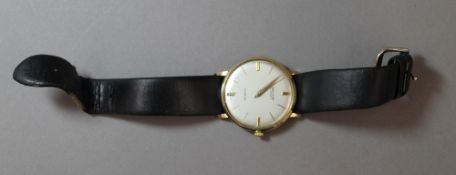 An Incabloc 9 ct gold cased gentleman's wristwatch (29.