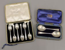 A cased set of silver teaspoons and a cased pair of preserved spoons (4.