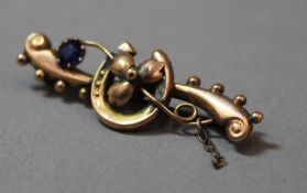 A Victorian 9 ct gold brooch (1.