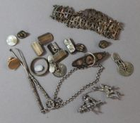 A small quantity of silver and other jewellery