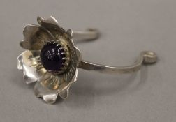 A hallmarked silver flower head cuff bangle (33.