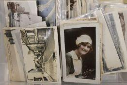 A large quantity of 400 plus postcards,