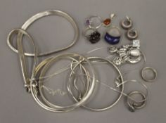 A quantity of 925 silver and other white metal jewellery, comprising: bangles, necklaces, rings,
