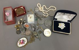 A quantity of various jewellery, coins, etc.