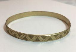 A 9 ct gold bangle (9 grammes)