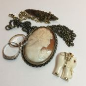 A carved shell cameo pendant and chain,