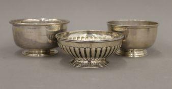 Three small silver bowls (14.