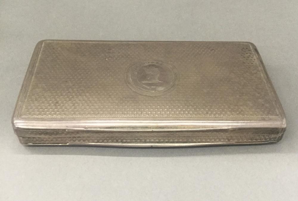Lot 10 - A Georgian silver snuff box (3.