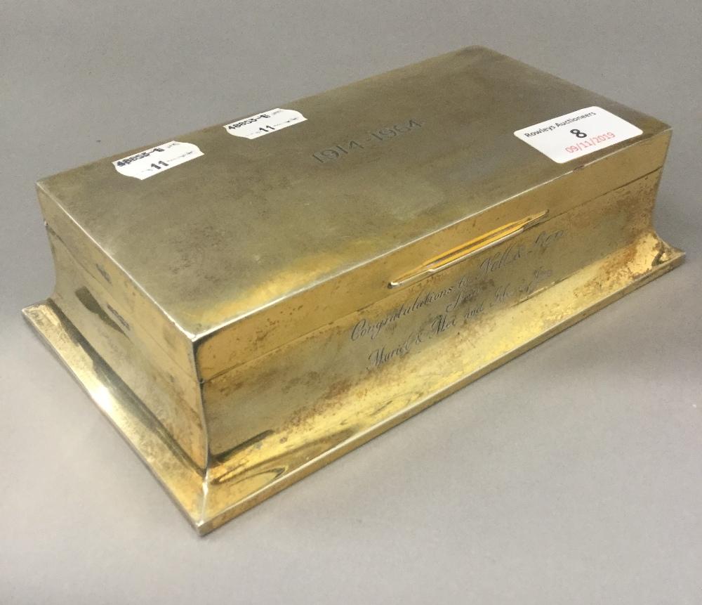 Lot 8 - A silver cigarette box (22.
