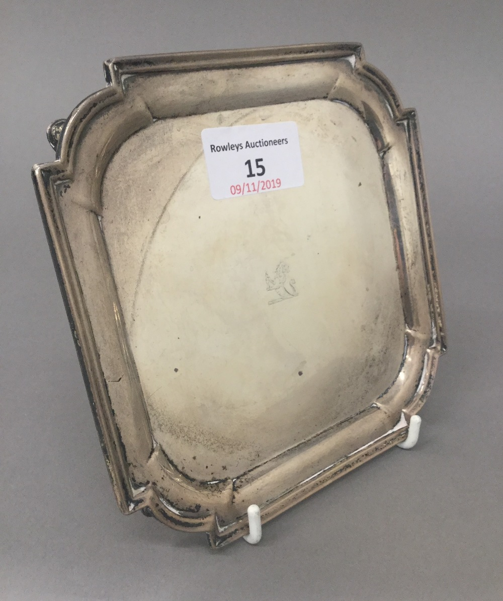 Lot 15 - A small silver waiter (7.