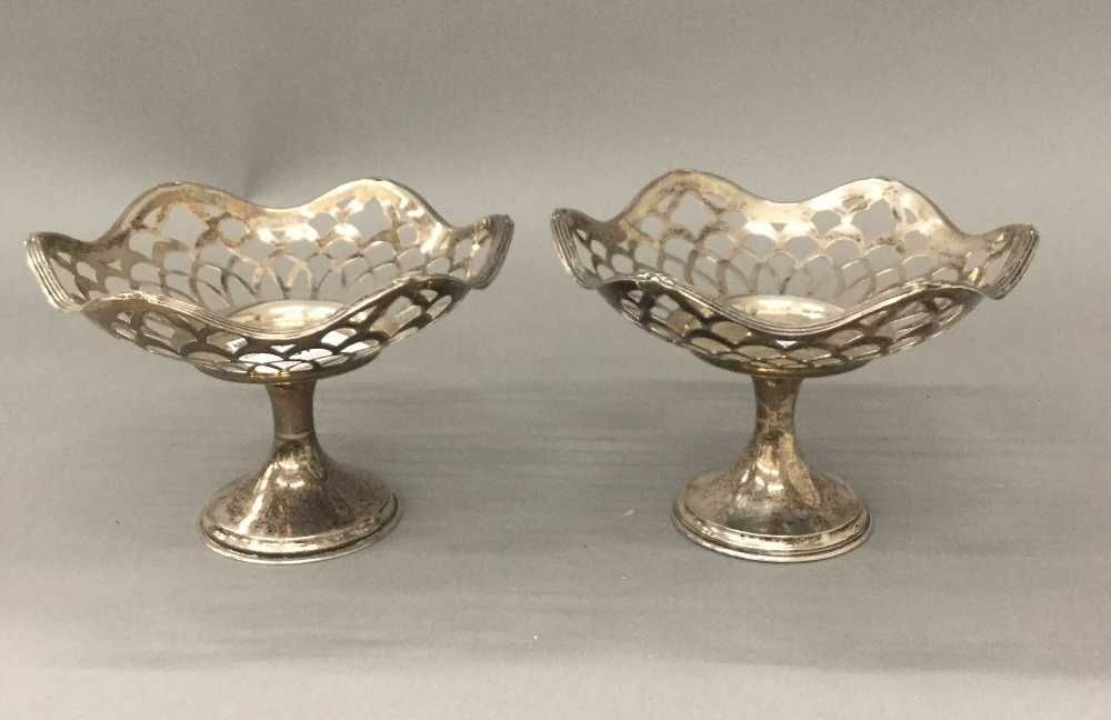 Lot 37 - A pair of silver bon bon dishes (5.