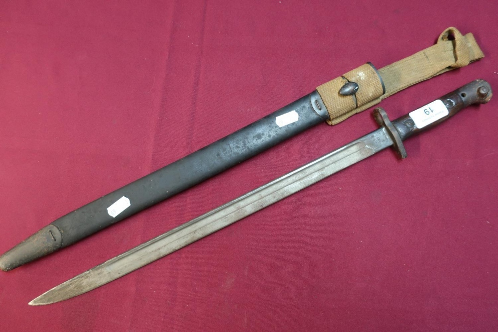 Lot 19 - British WWI Enfield bayonet with 17 inch blade marked 1907 Anderson complete with leather sheath and