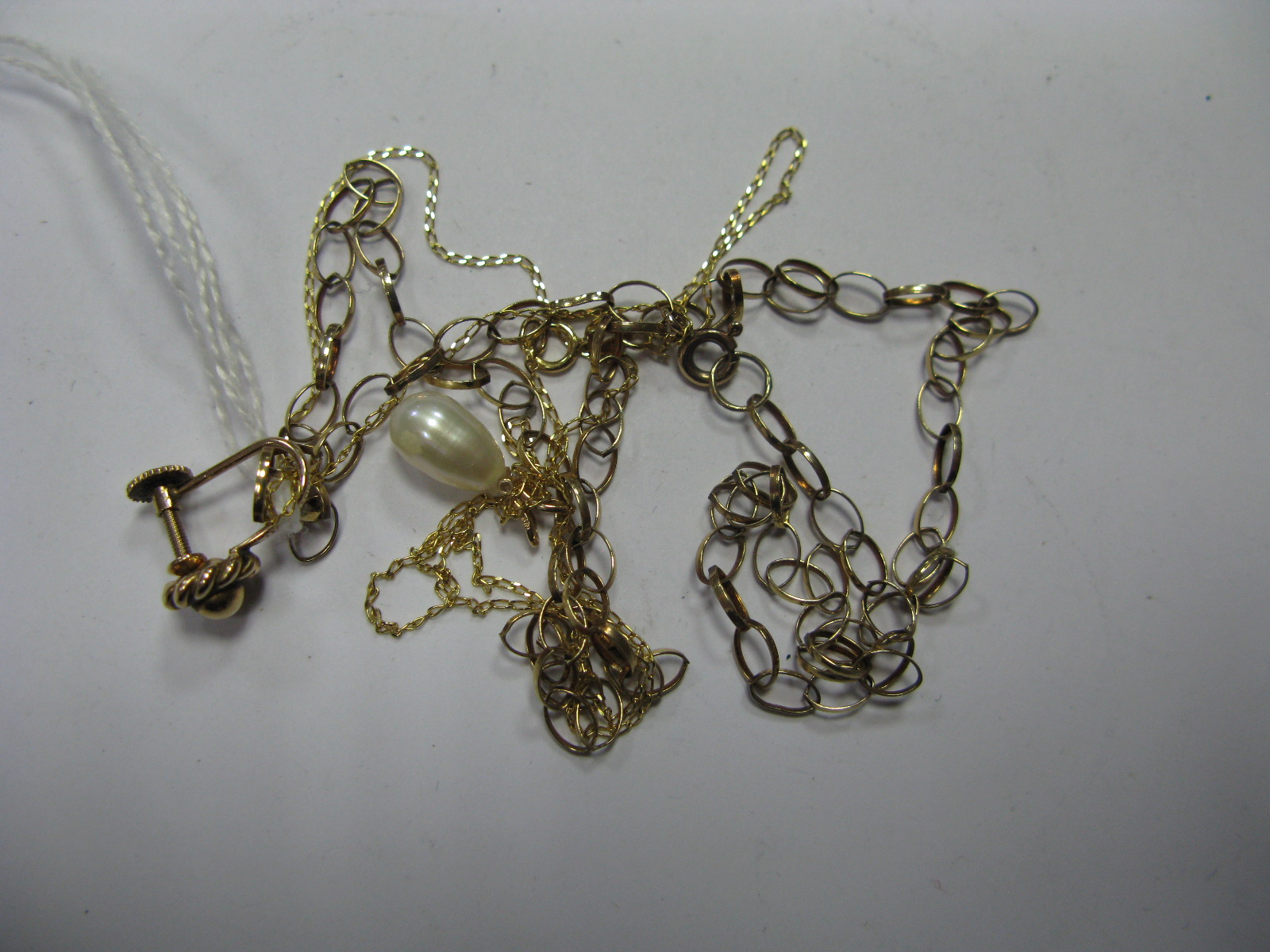 "Lot 1371 - A 9ct Gold Belcher Link Chain, flat link curb chain stamped ""375"" with pearl pendant, etc. (3)"