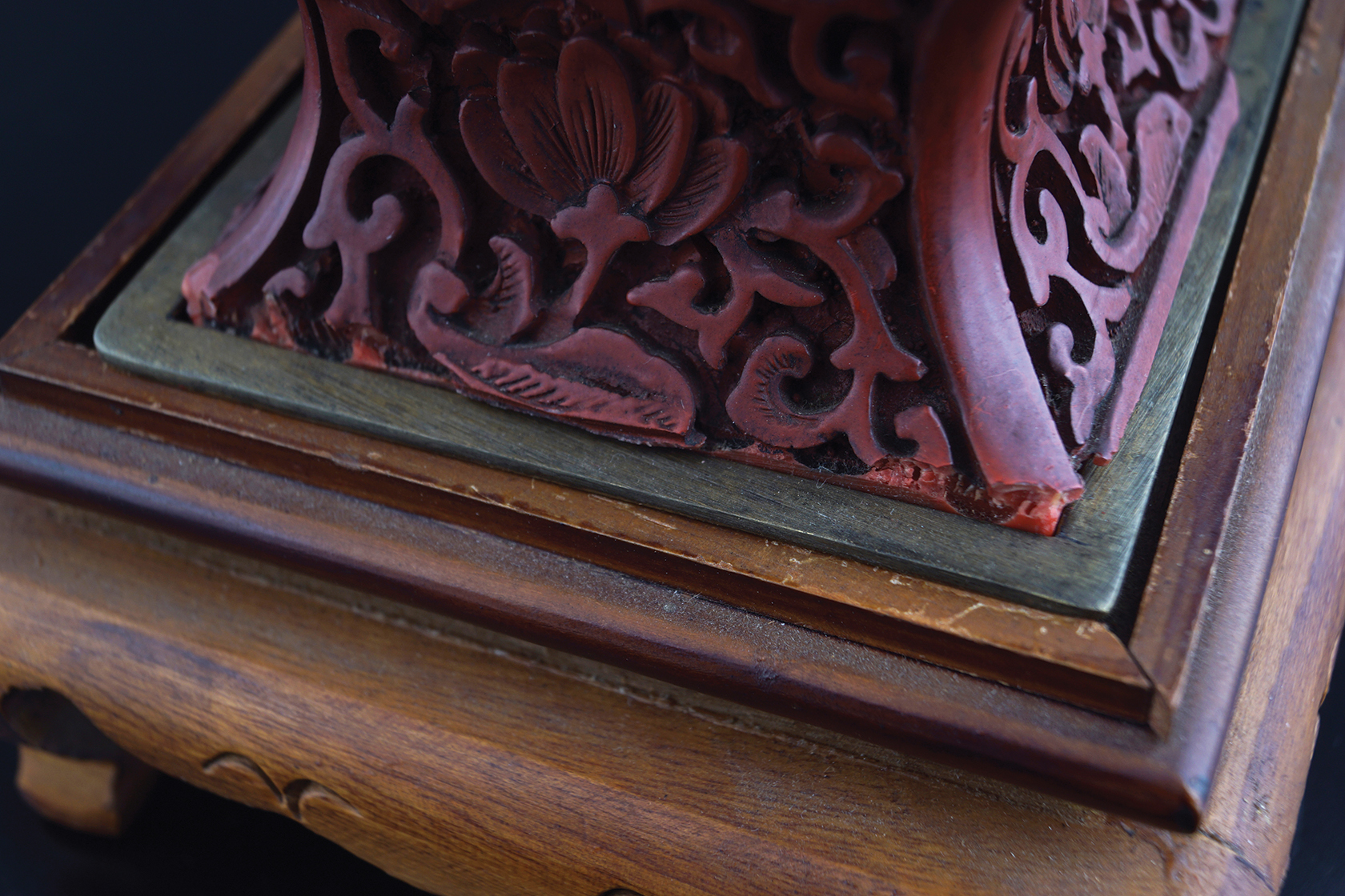 CHINESE QING PERIOD CINNEBAR LACQUERED VASE - Image 6 of 6