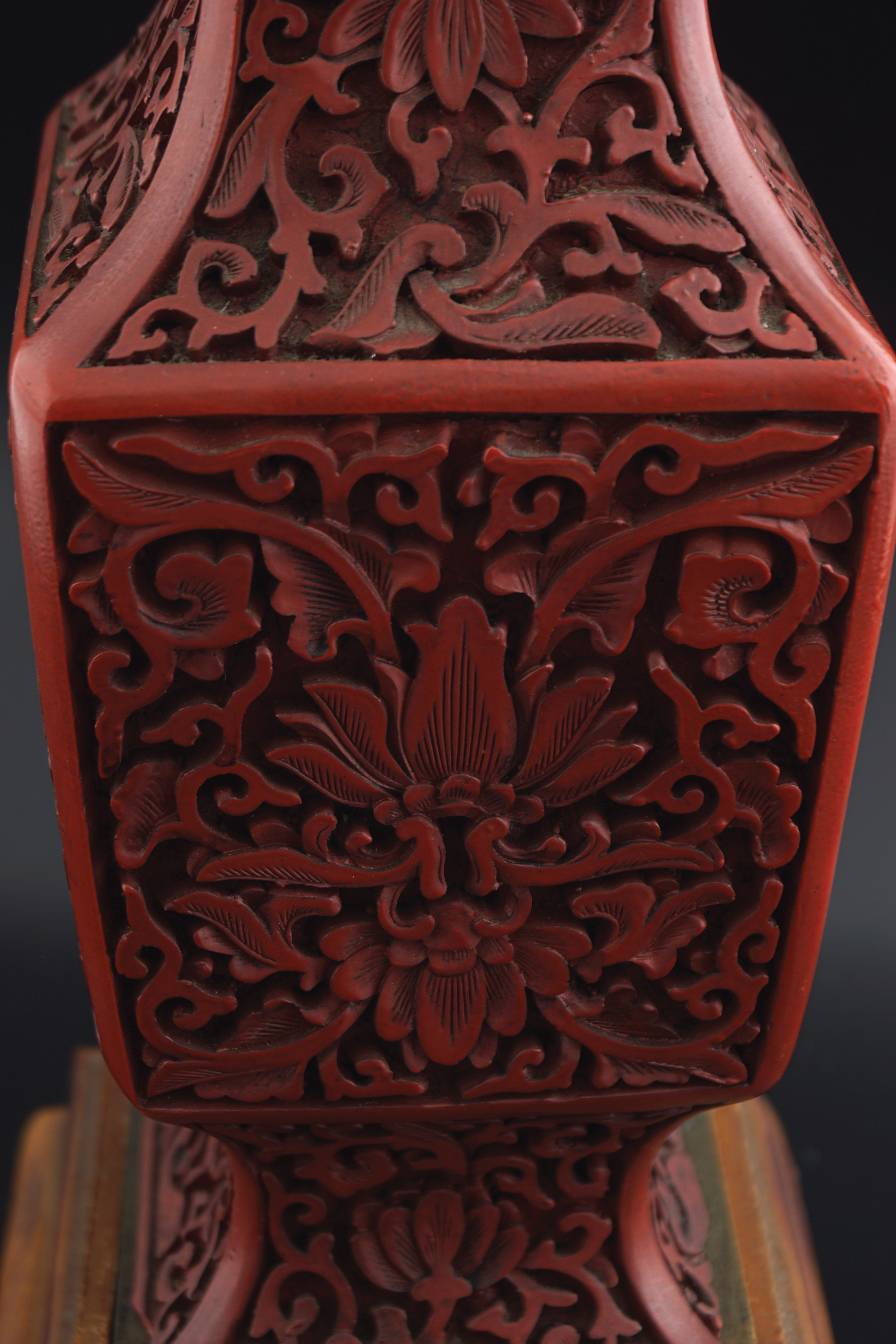 CHINESE QING PERIOD CINNEBAR LACQUERED VASE - Image 2 of 6