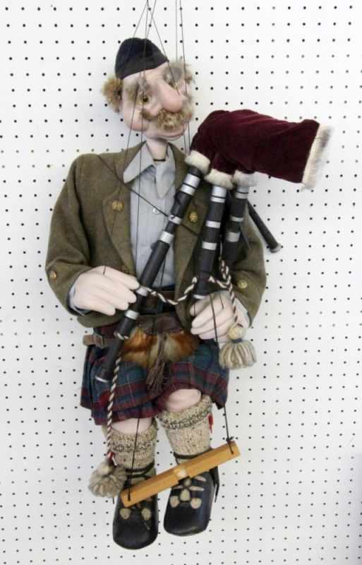 "Lot 415 - ALTE MARIONETTE ""SCHOTTE""AN OLD ''SCOTSMAN'' PUPPET"