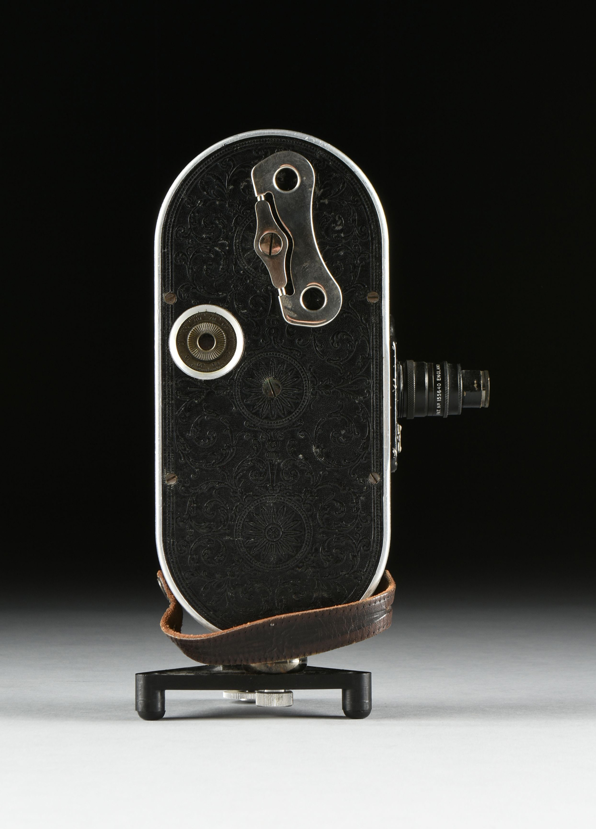 "Lot 28 - AN ANTIQUE AMERICAN BELL AND HOWELL ""FILMO FIELD MODEL"" AUTOMATIC CINE-CAMERA, CHICAGO, 1928-1933,"