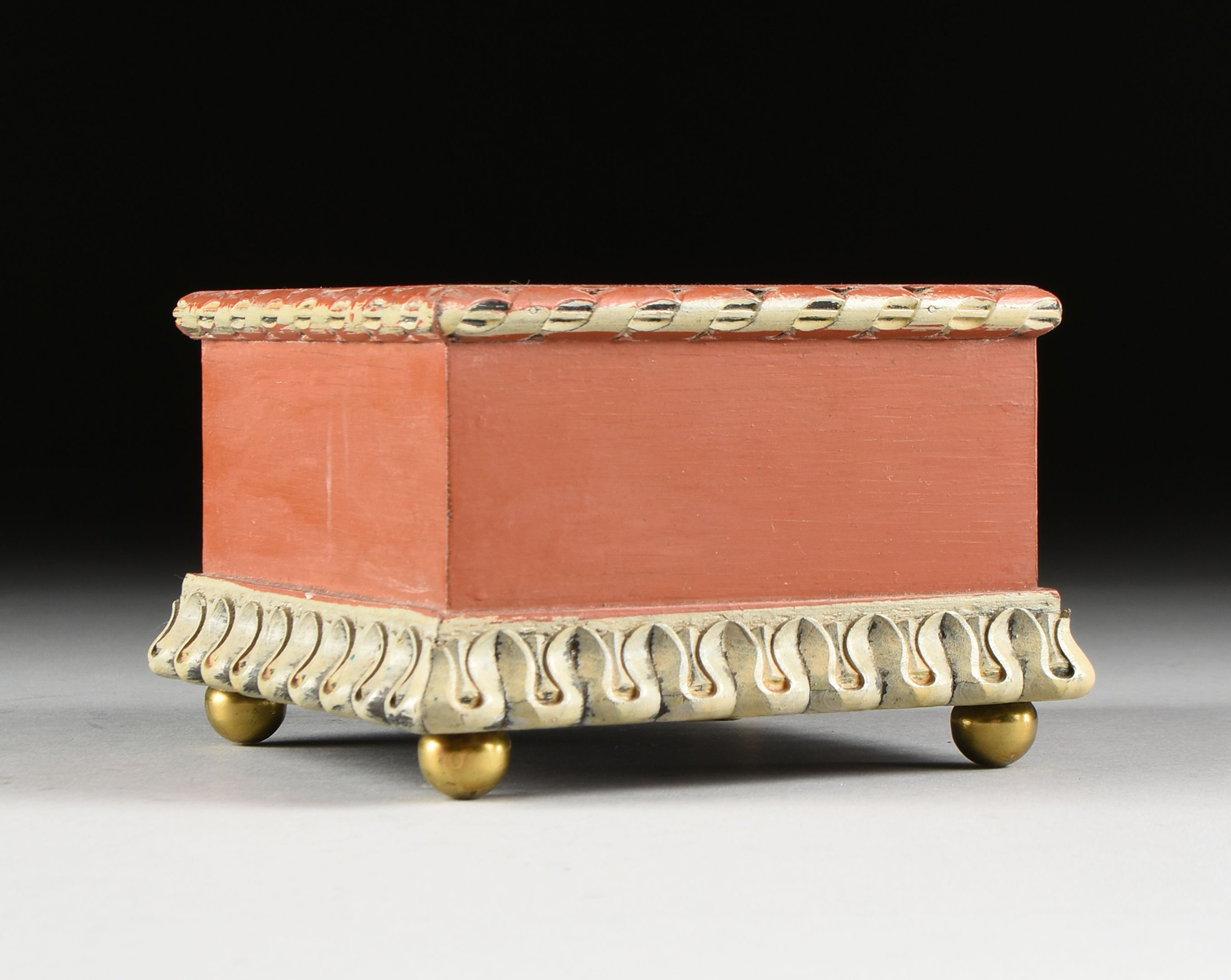 Lot 53 - A THREE PIECE KUTANI PARCEL GILT AND IRON RED GROUND ASSEMBLED GARNITURE, SIGNED, MEIJI PERIOD (
