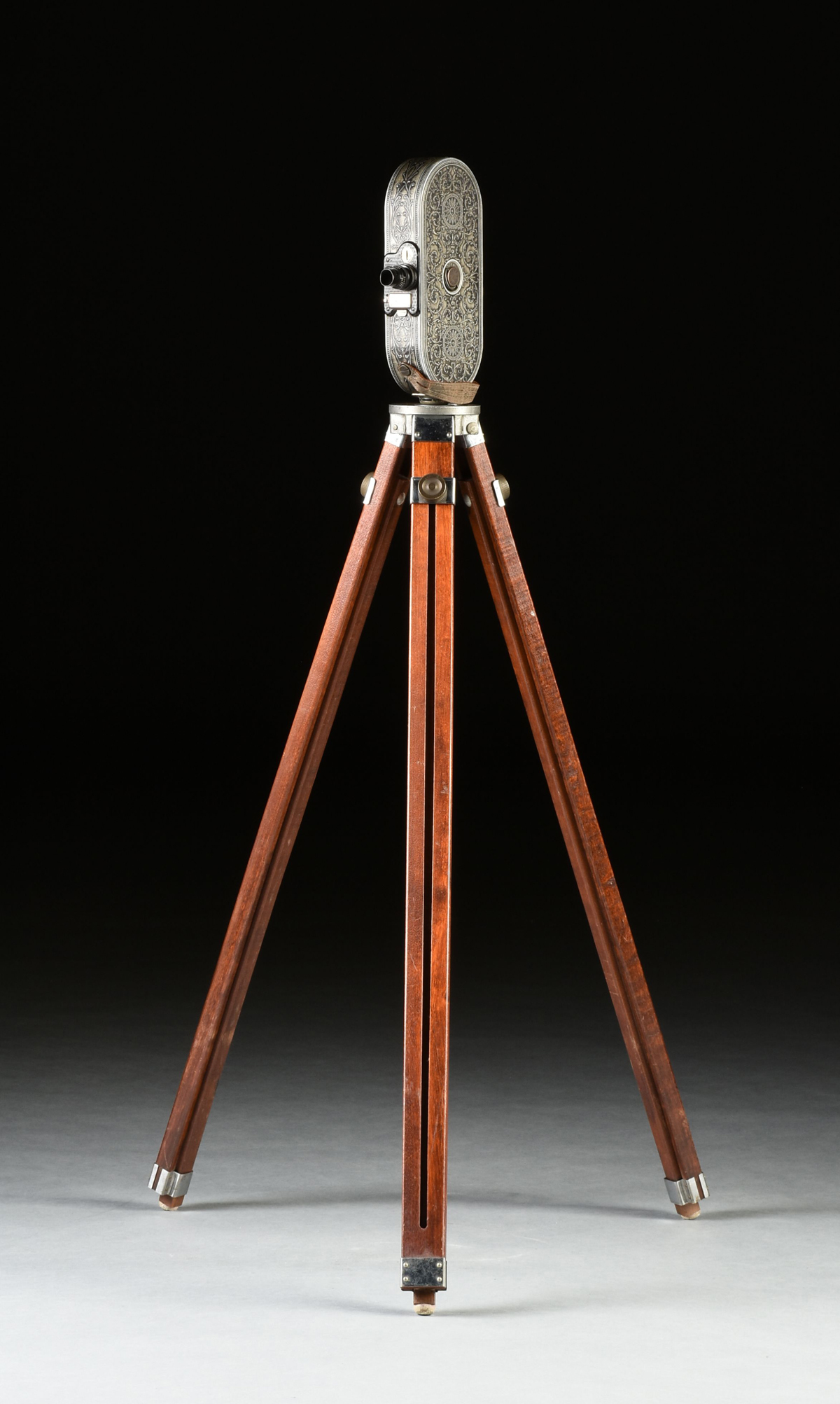 """Lot 37 - AN ANTIQUE AMERICAN BELL AND HOWELL """"FILMO"""" AUTOMATIC CINE-CAMERA, CHICAGO, 1928-1933, marked"""