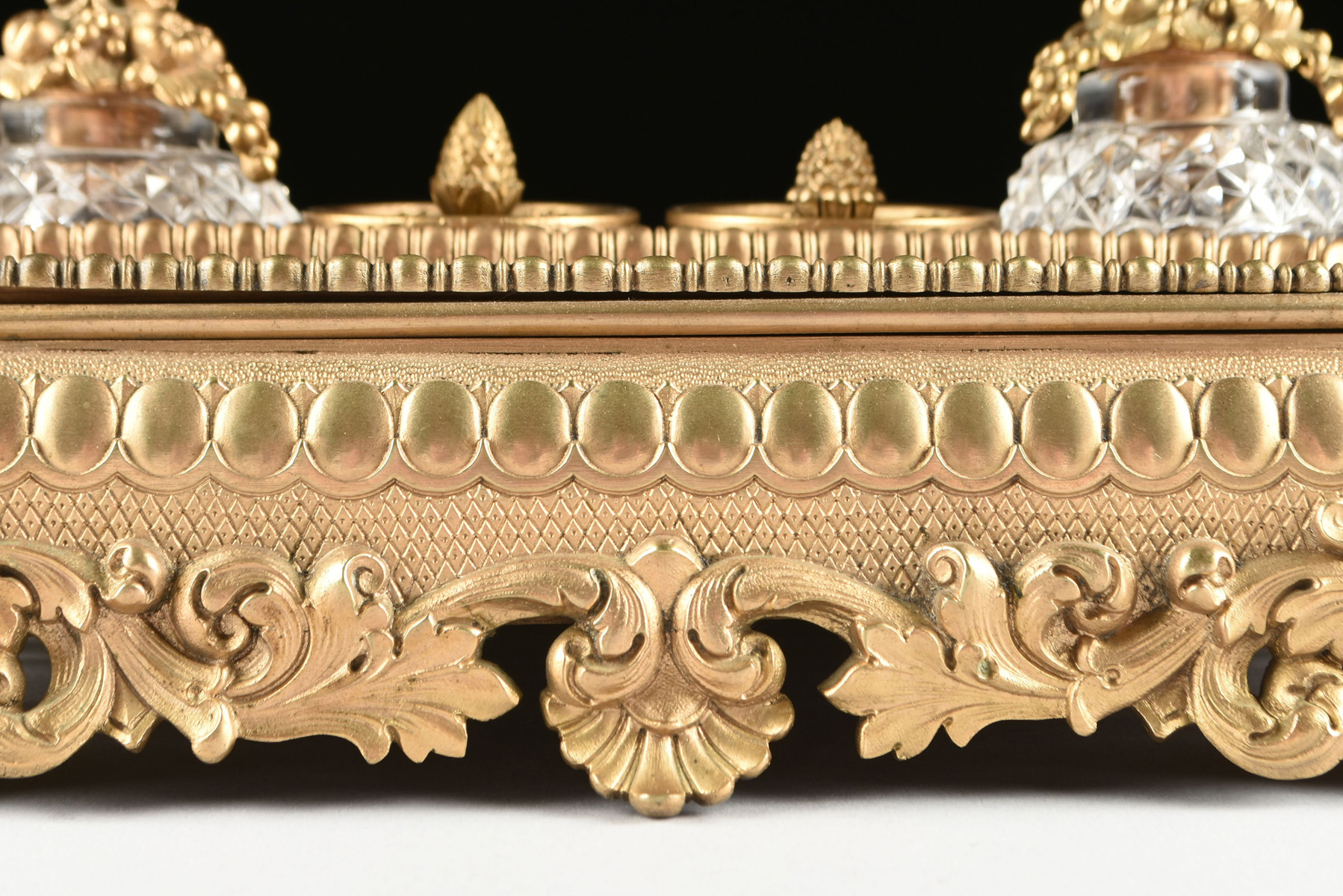 Lot 6 - A NÉO-GREC GILT BRONZE AND CRYSTAL ENCRIER, BELLE ÉPOQUE (1870-1914), the crystal inkwells