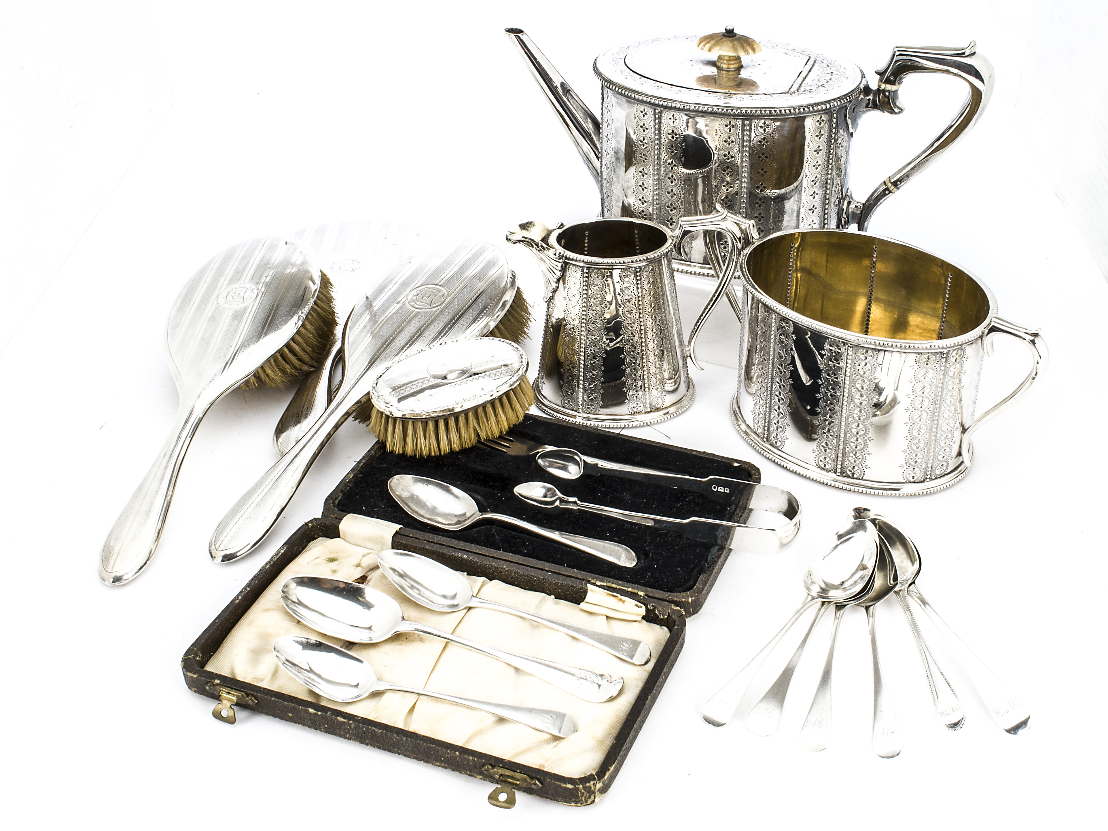 Lot 20 - A group of Georgian and later silver and silver plated items, including six George IV teaspoons,