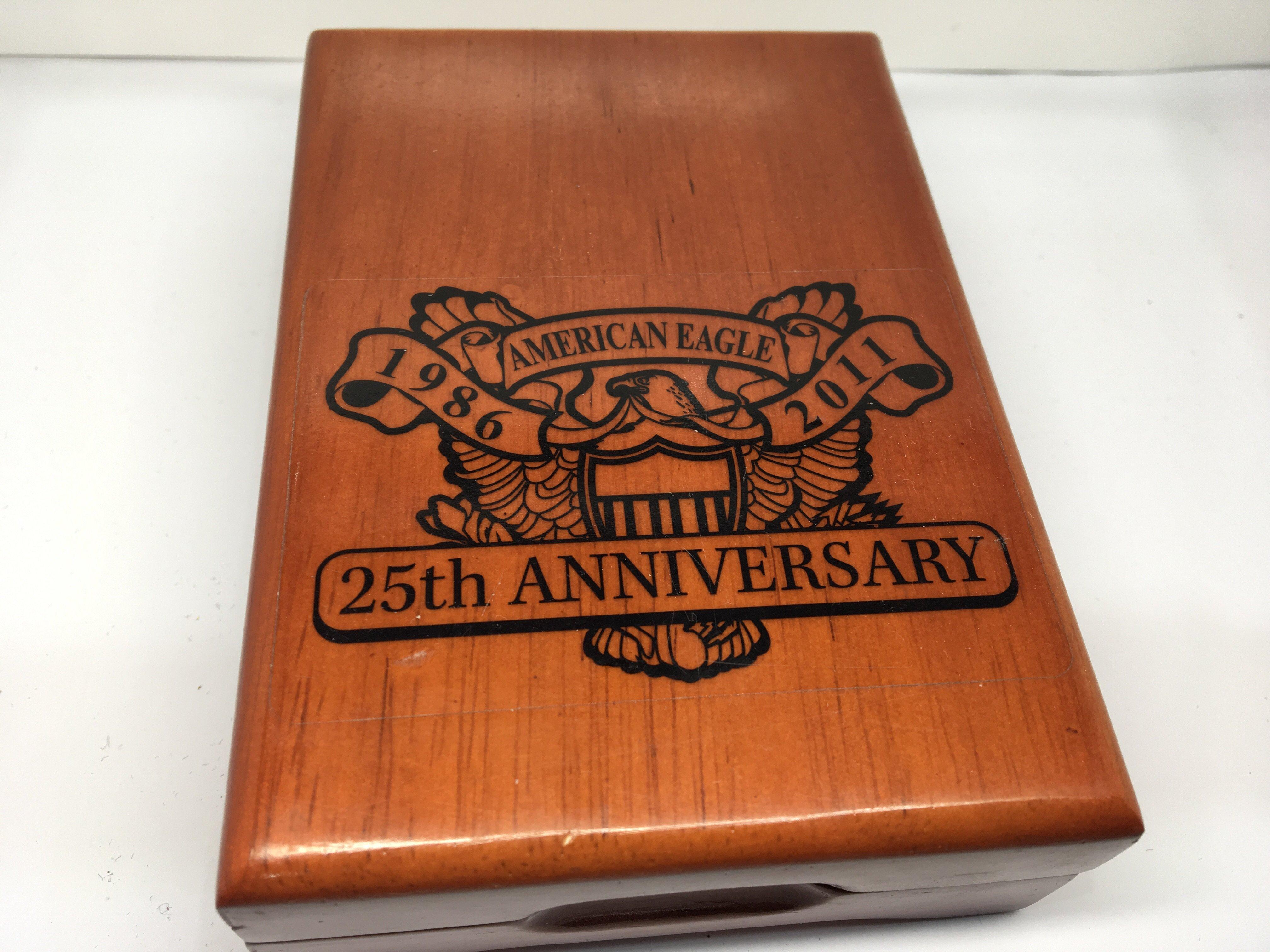 Lot 125 - An American 25th Anniversary Silver (99.9) Eagle D