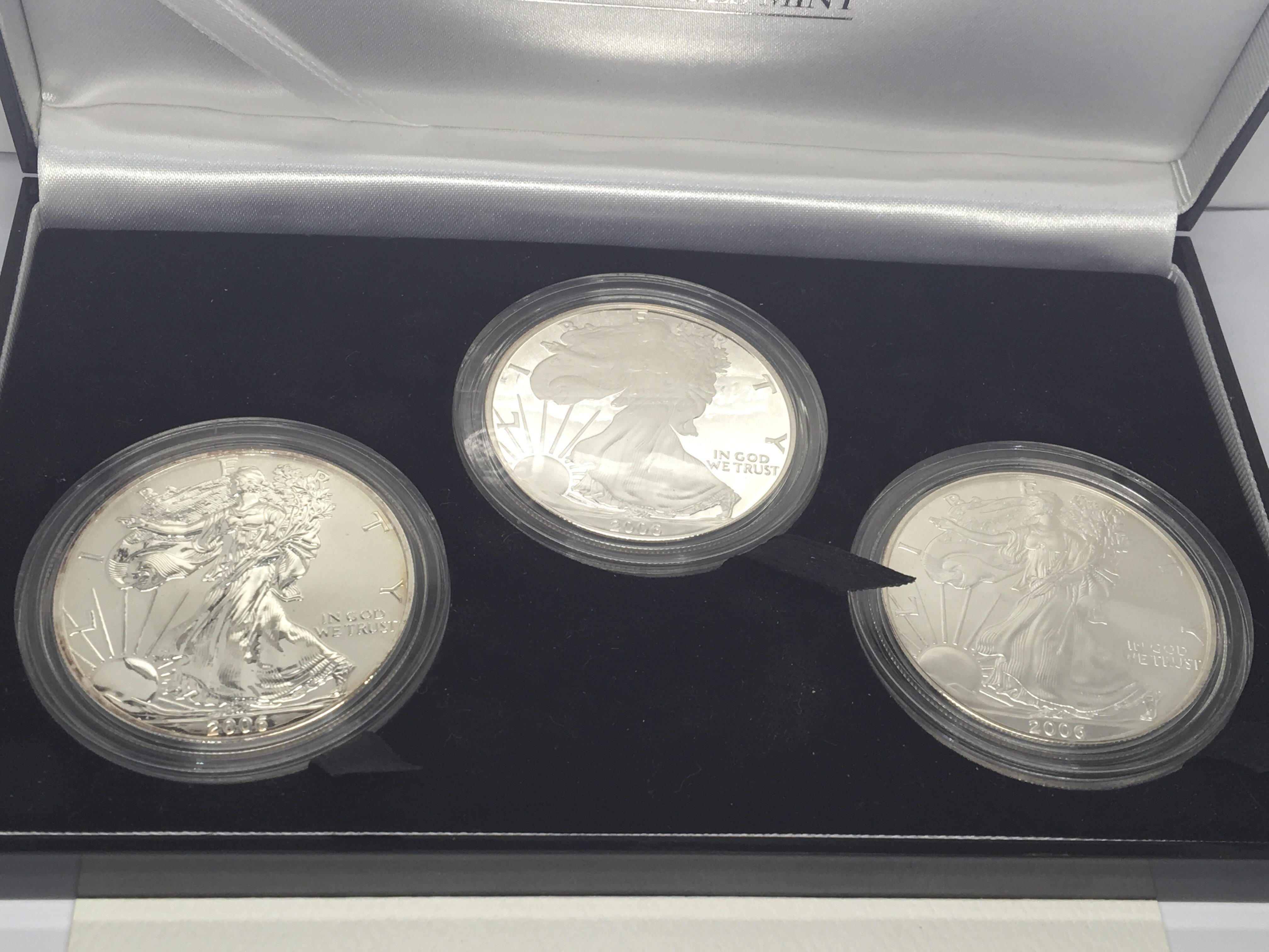 Lot 128 - A 2006 American Silver( 9.99%) Eagale West Point T