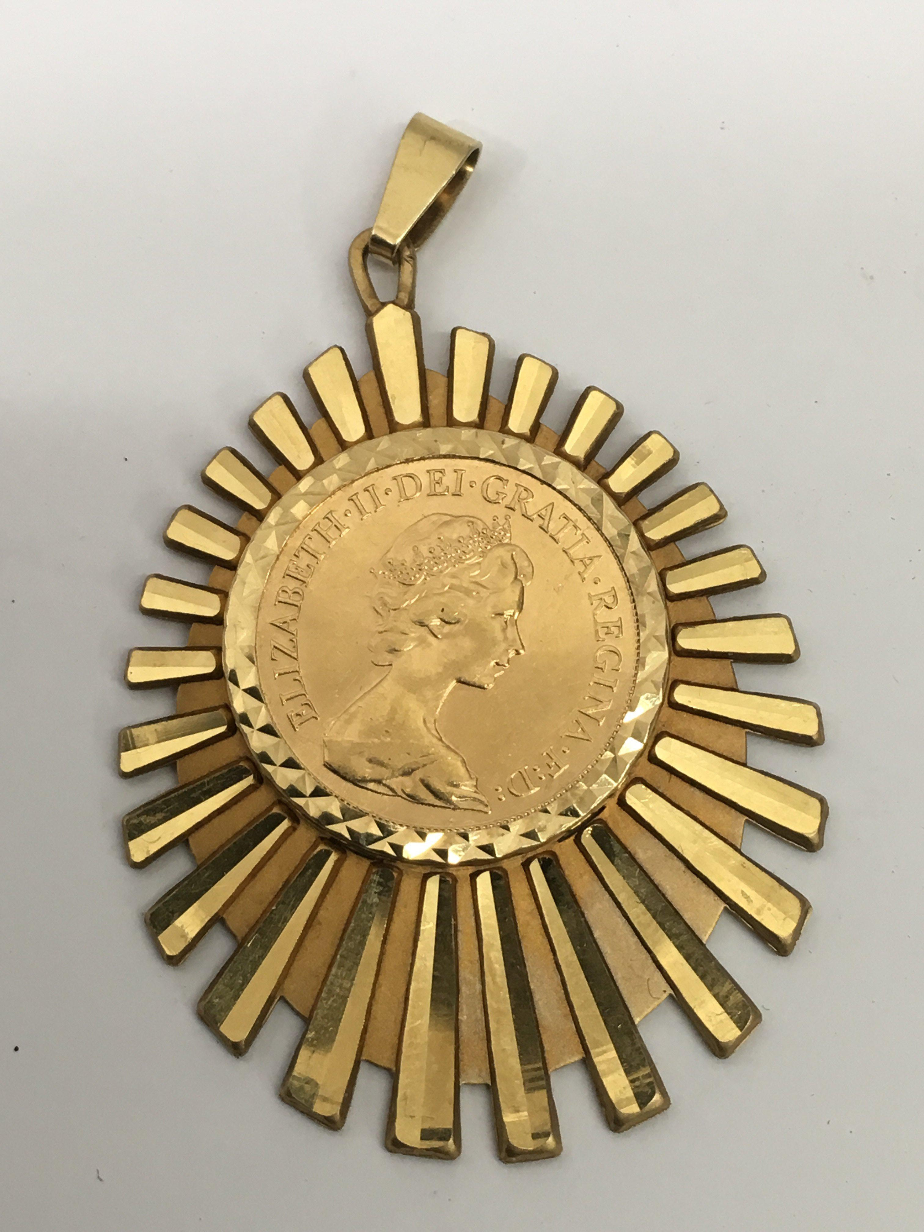 Lot 542 - A 1978 gold sovereign in 9ct gold mount.Approx 14.