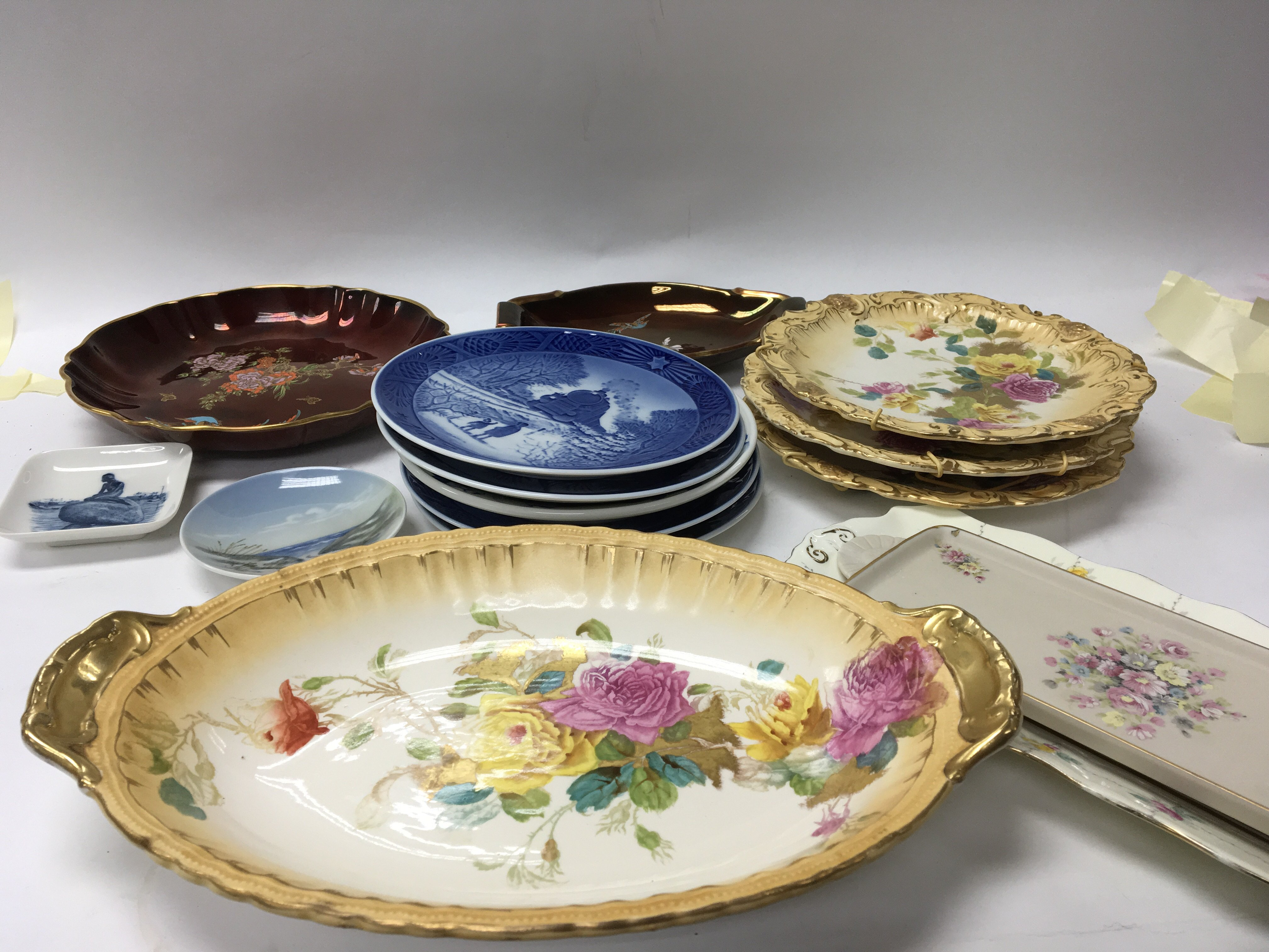 Lot 712 - Two Carlton ware Rouge Royale dishes Royal Copenha