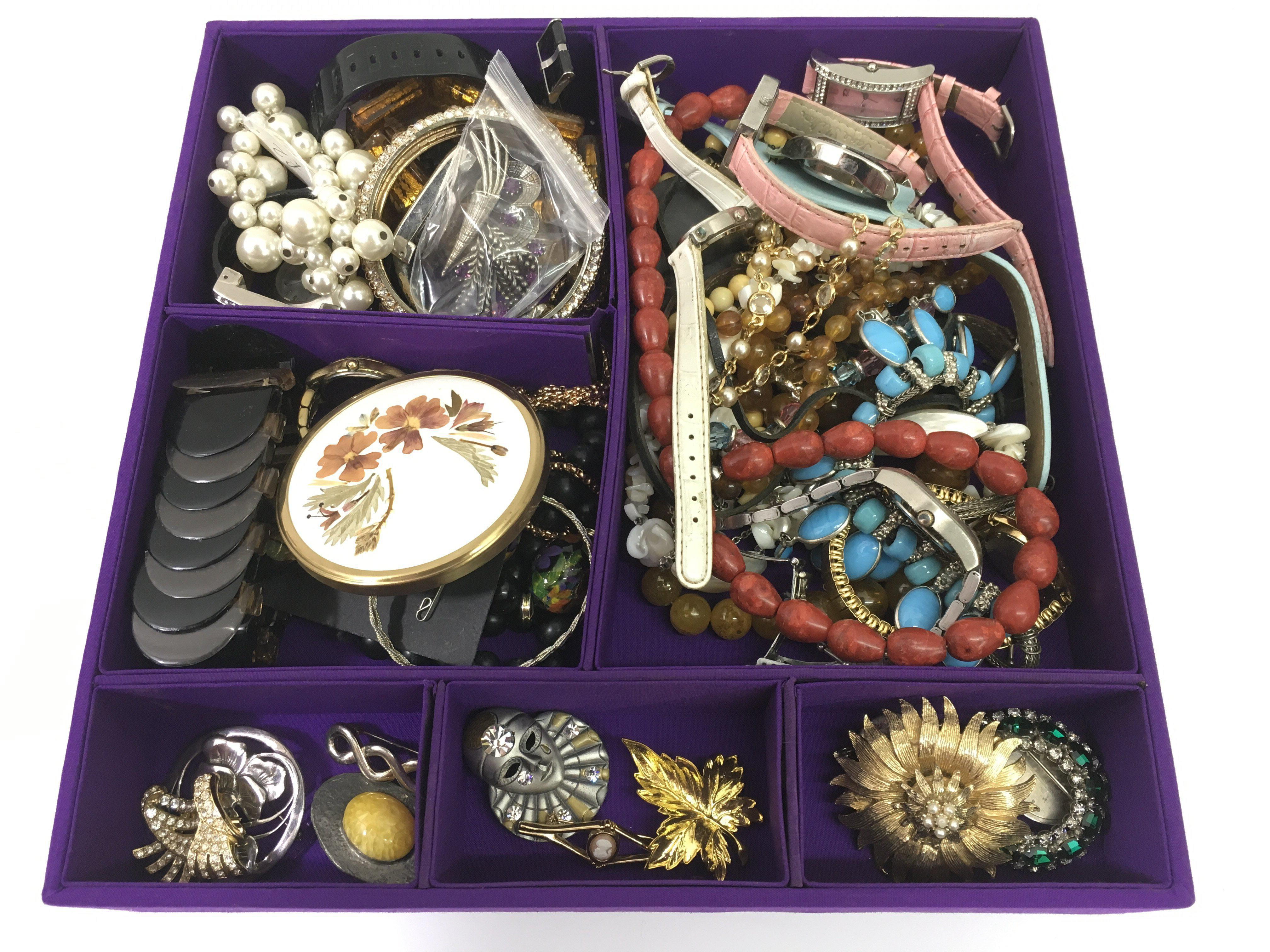 Lot 525 - A box of various costume jewellery