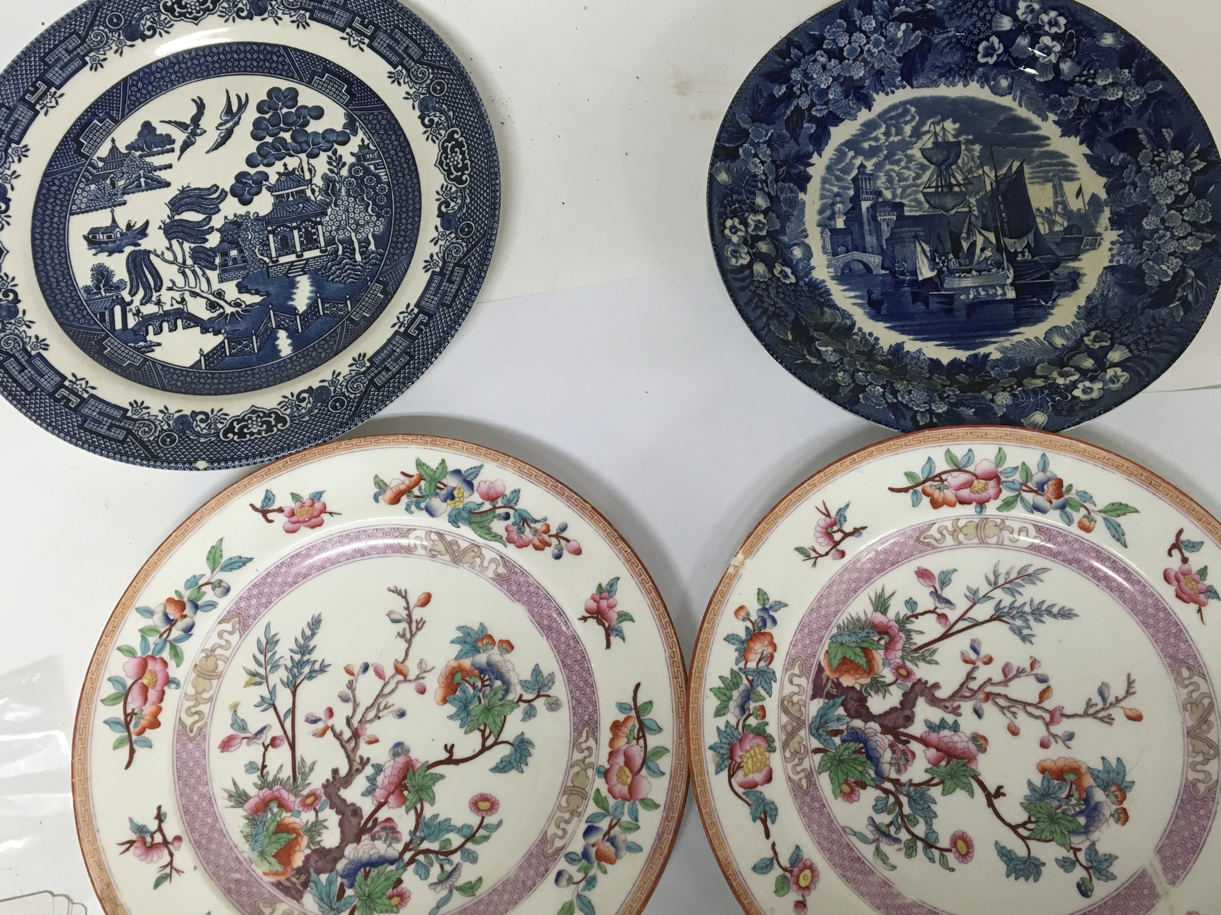 Lot 733 - An early 19th century blue and white Wedgwood plat