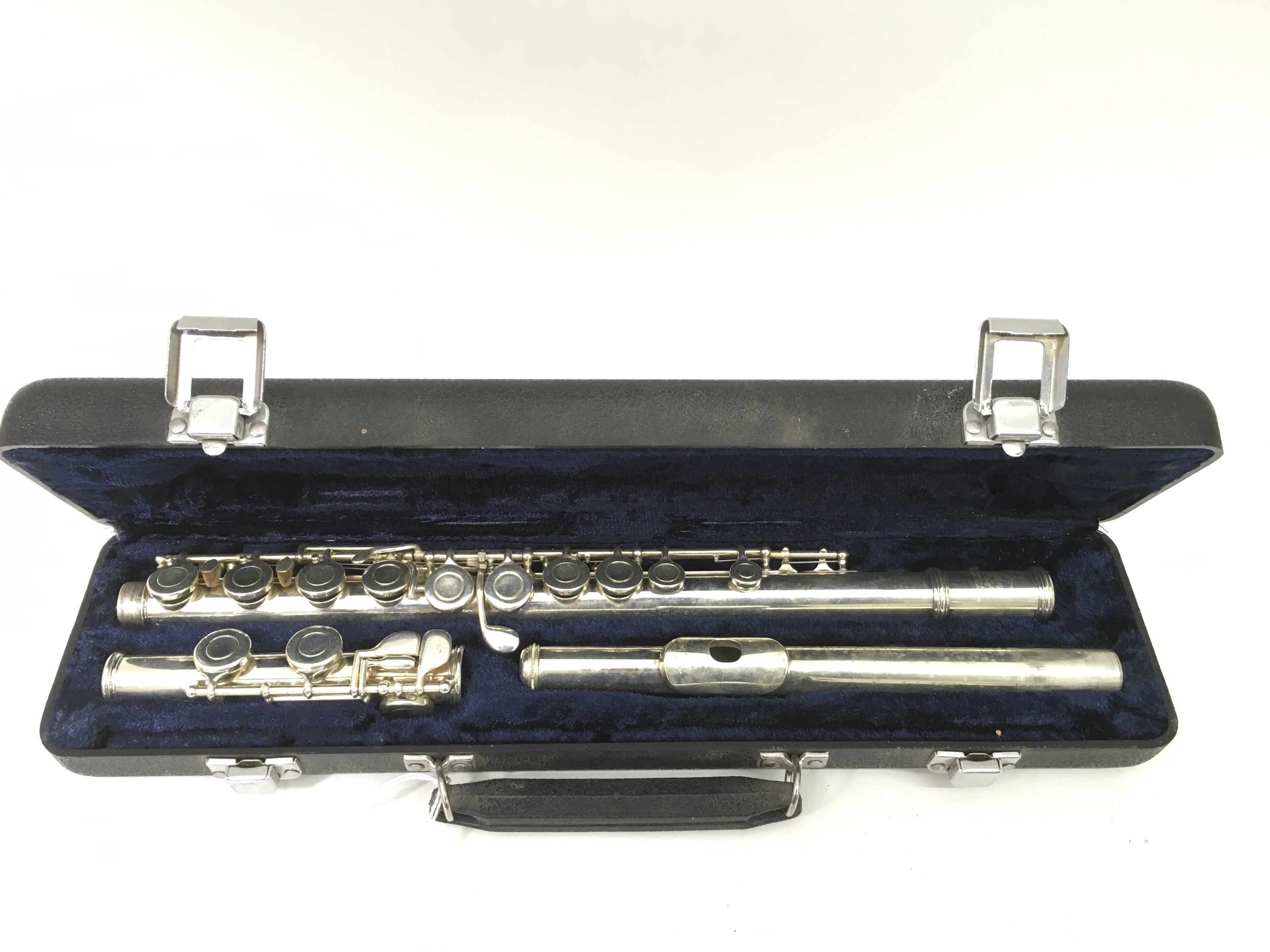 Lot 1829 - A cased Earlham flute