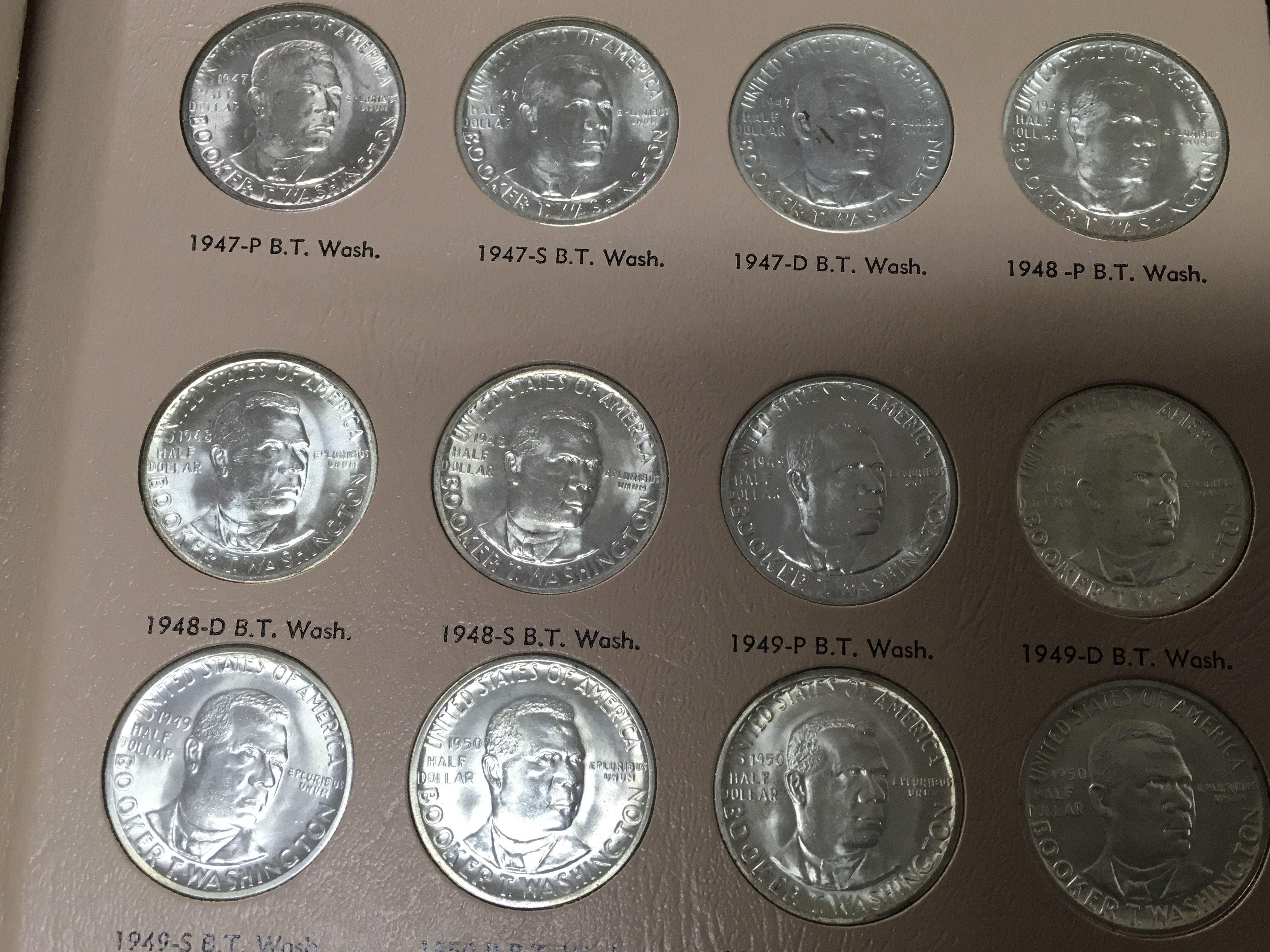 Lot 155 - An American commemorative coin set of half dollars