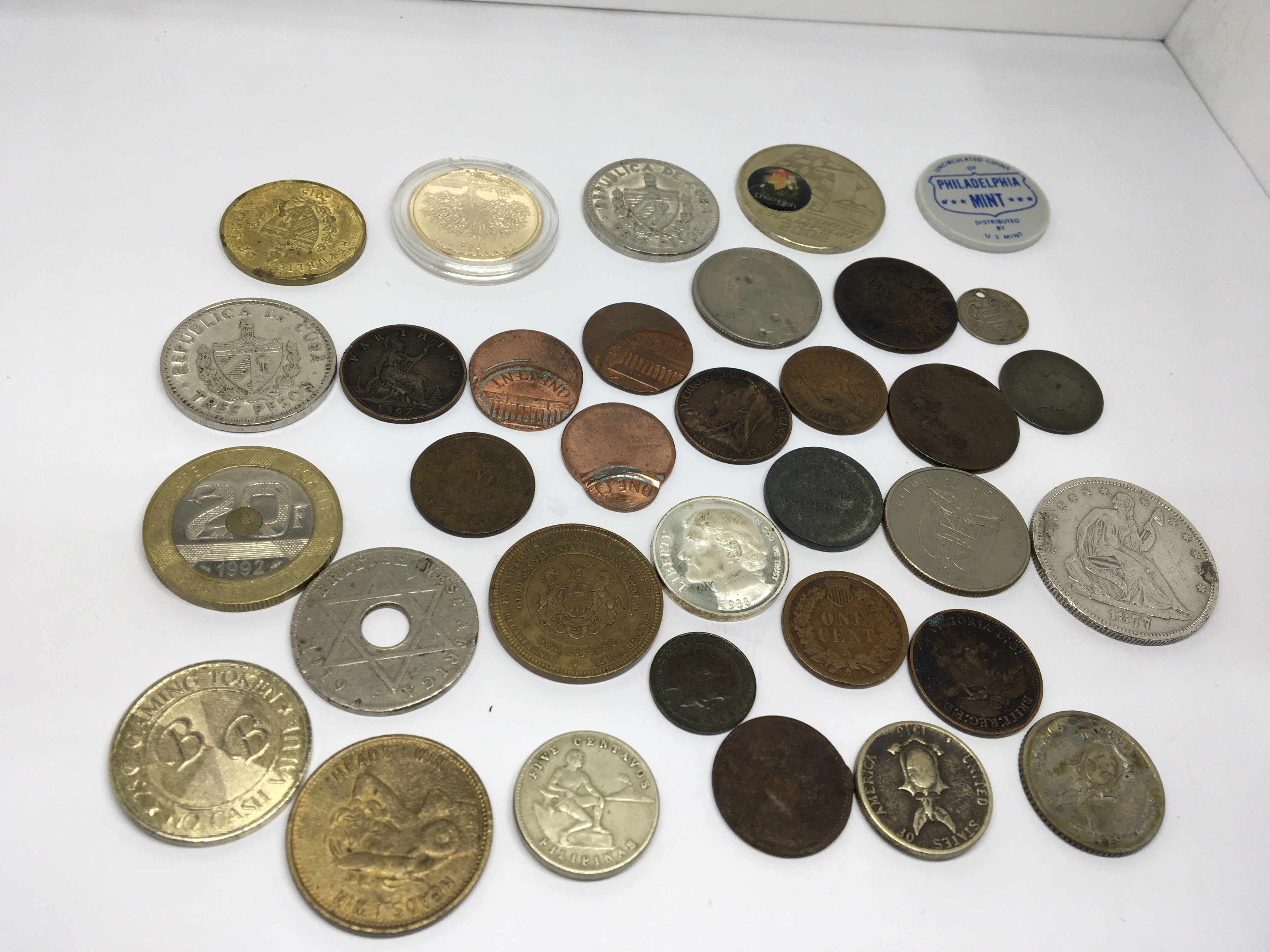 Lot 140 - A collection of world coins including American coi