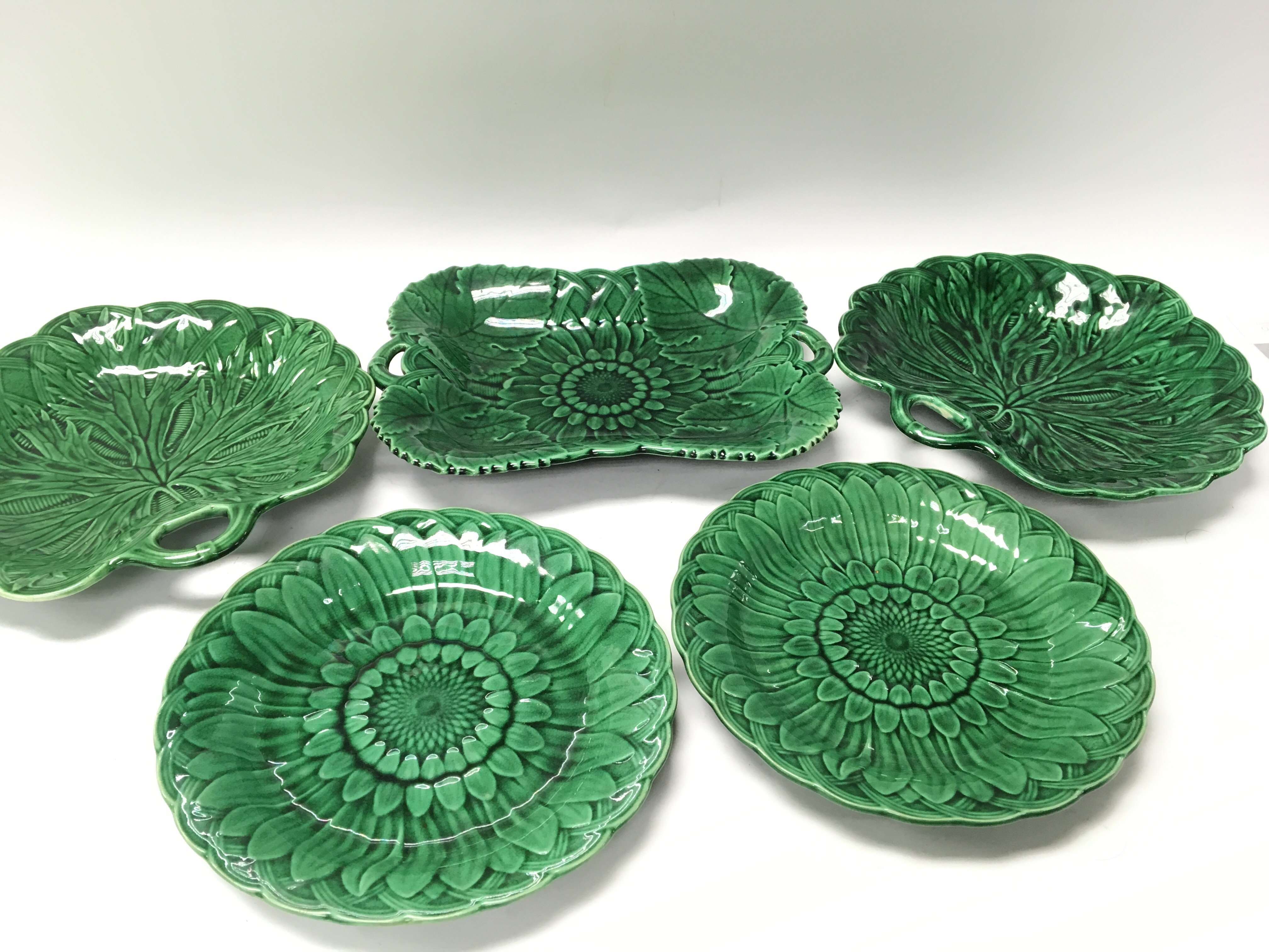 Lot 718 - Five Victorian Wedgwood Majolica plates with shape