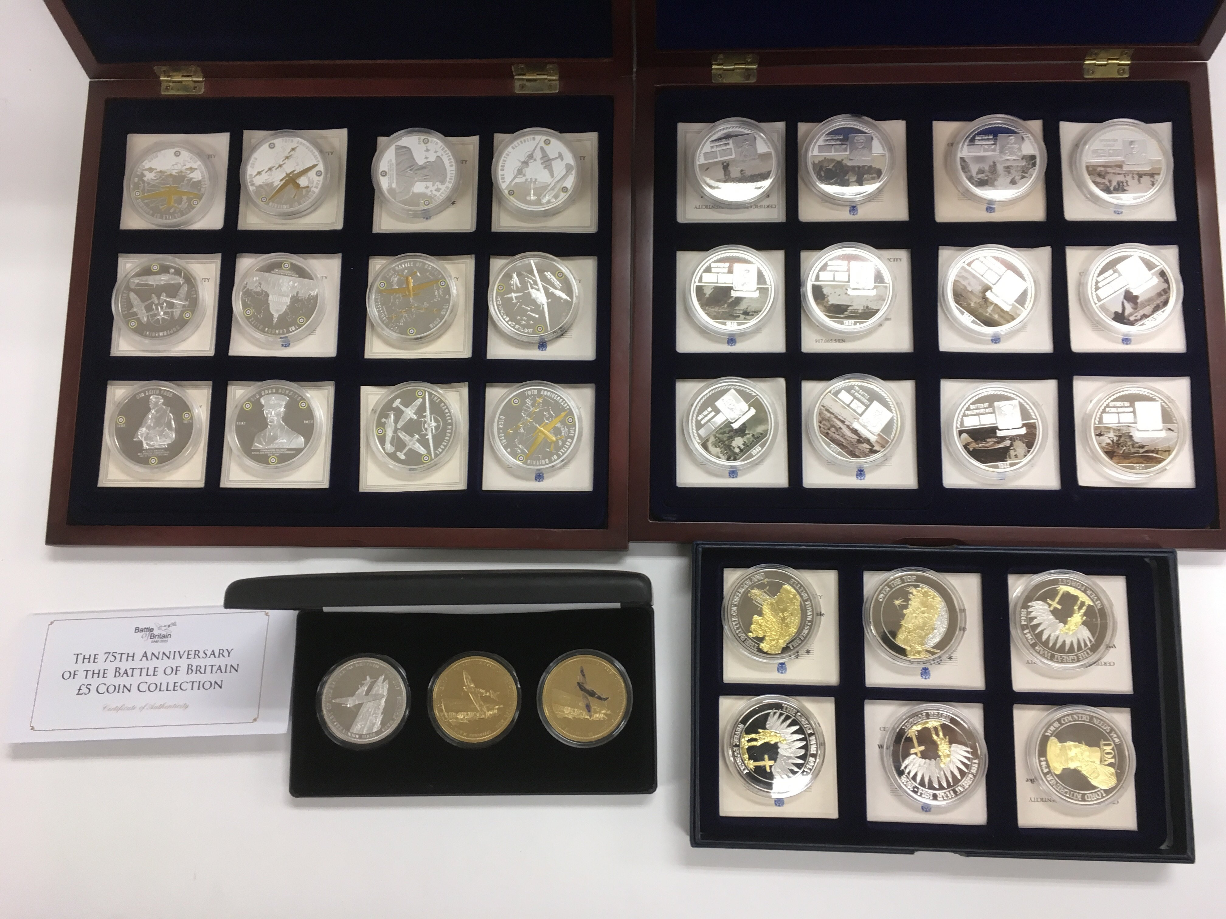 Lot 90 - A collection of Commemorative proof coins of milit
