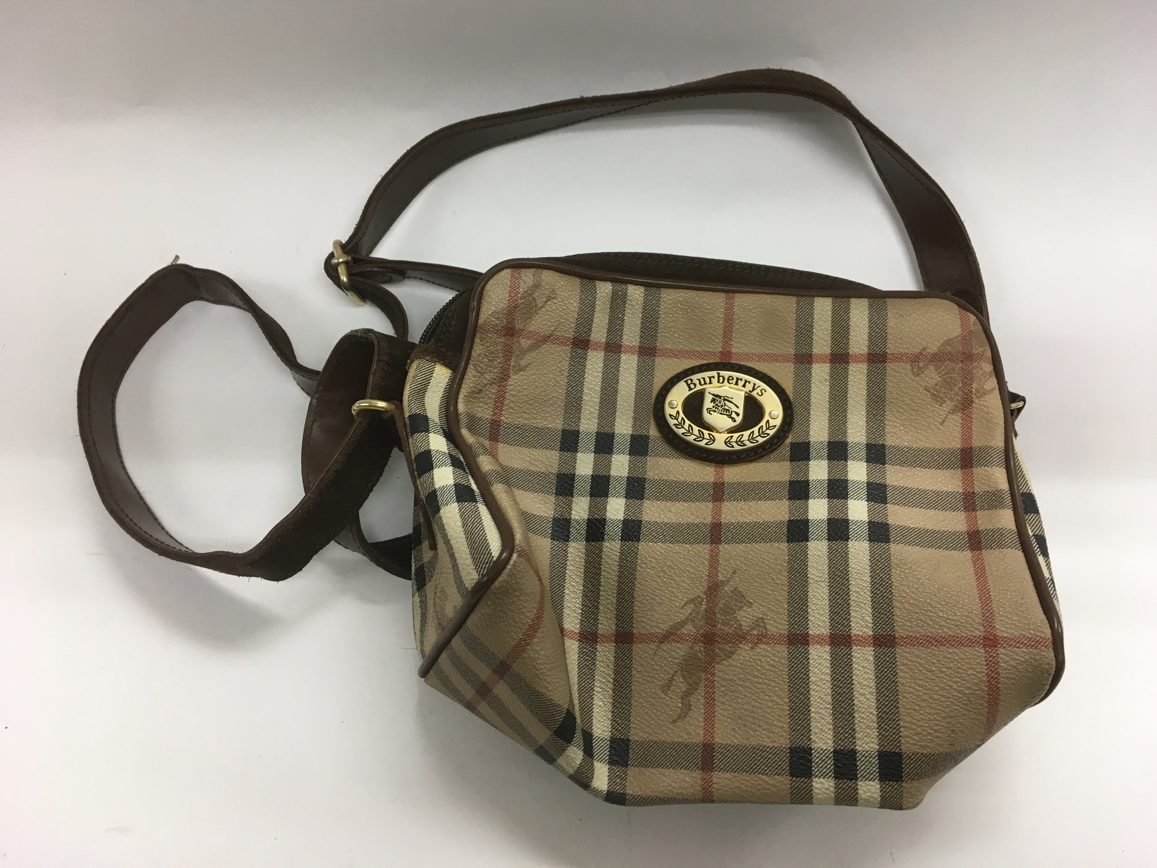Lot 1785 - A Burberry style bag.