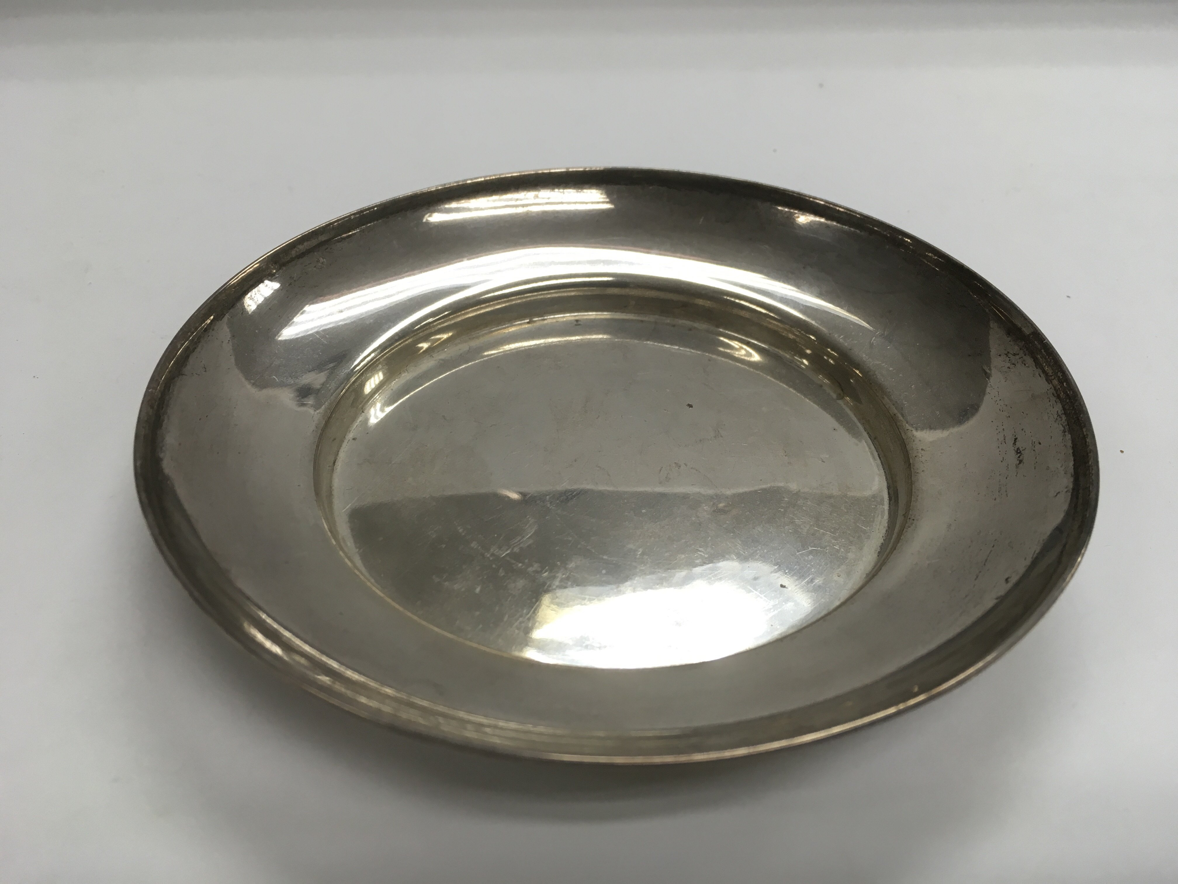 Lot 310 - A circular silver dish, London hallmarks, approx d
