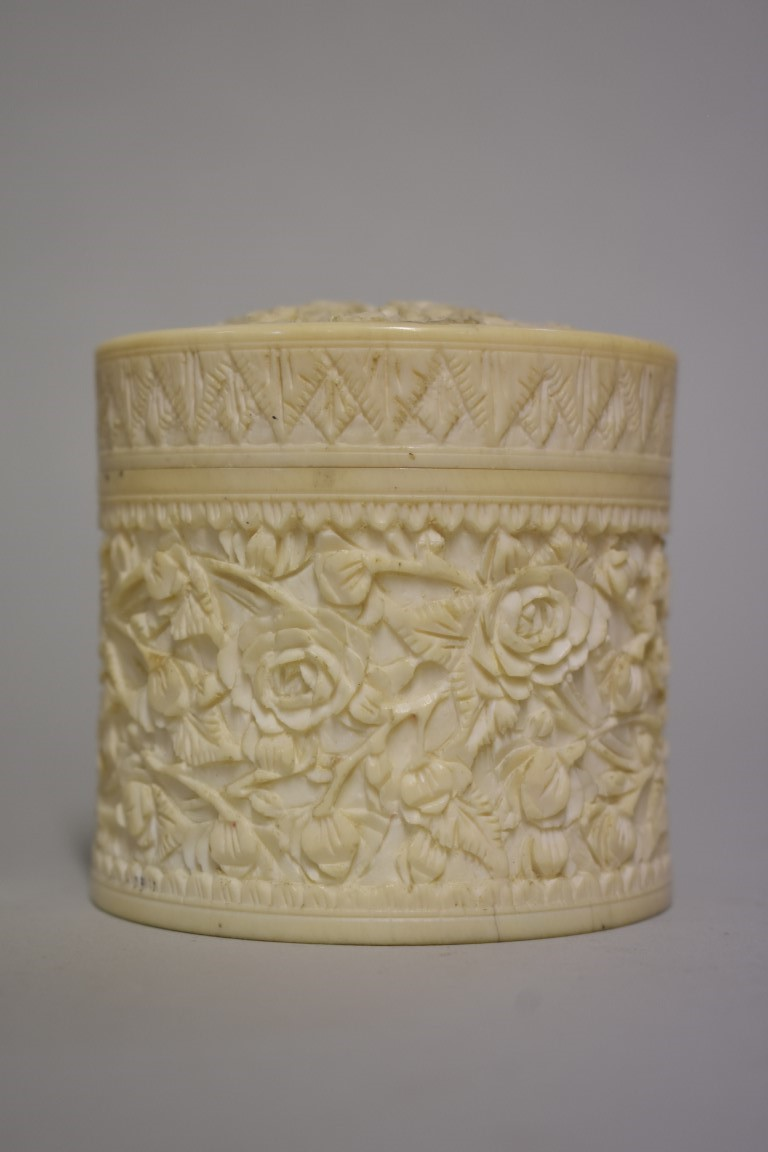 Lot 569 - A small group of carved ivory, 19th century, comprising: a circular box and cover, 7cm high; a