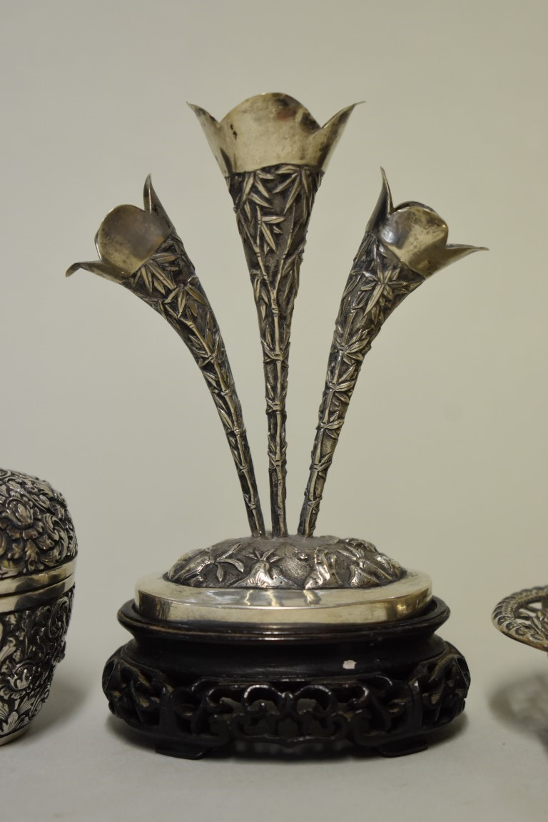 Lot 576 - Three Chinese silver items, comprising: a pierced hexafoil dish, by Cumwo, with traces of gilding,