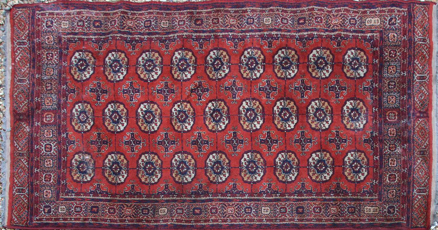 Lot 730 - A woollen Shiraz runner,
