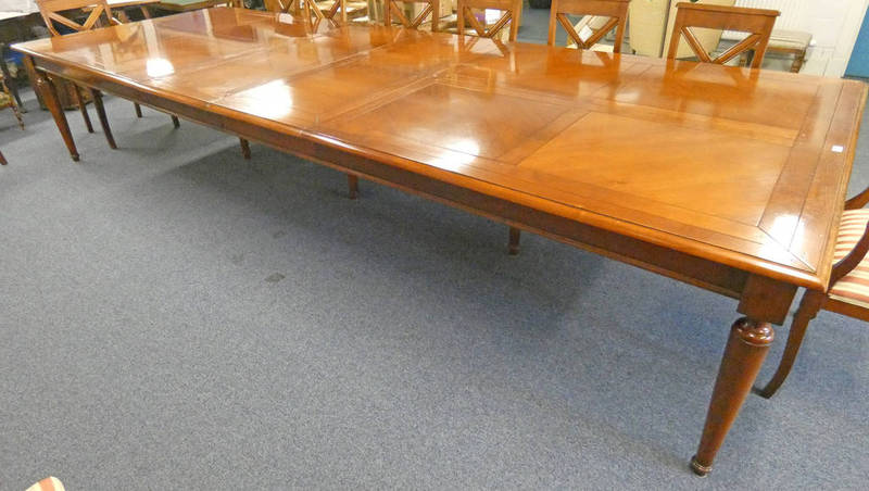 Lot 320 - MAHOGANY DINING TABLE ON TURNED SUPPORTS,
