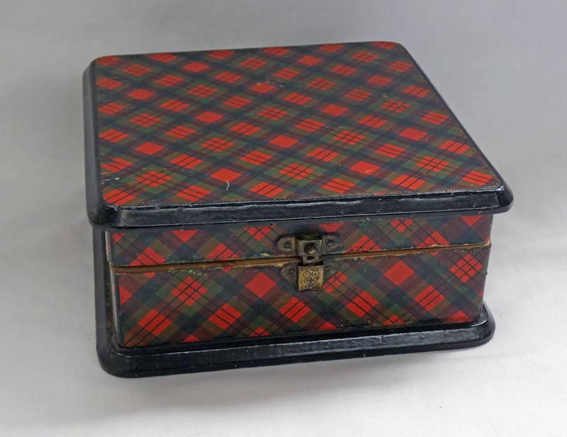 Lot 1220 - MAUCHLINE MACDUFF TARTAN WARE BOX