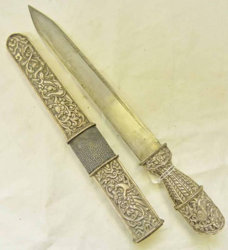 Lot 1131 - 19TH CENTURY BHUTANESE DAGGER WITH SINGLE FULLER BLADE,