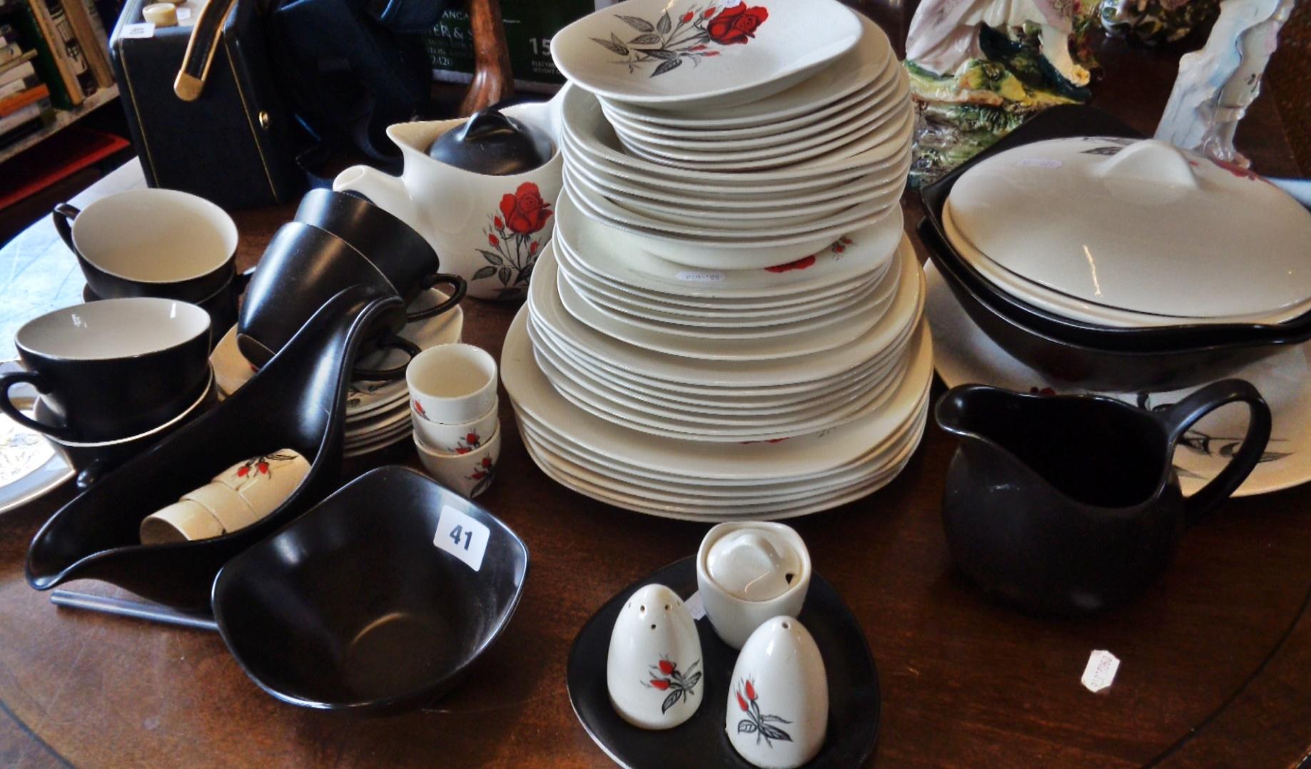 Lot 41 - Midwinter Stylecraft Fashion shape dinner and tea service (57 pieces)