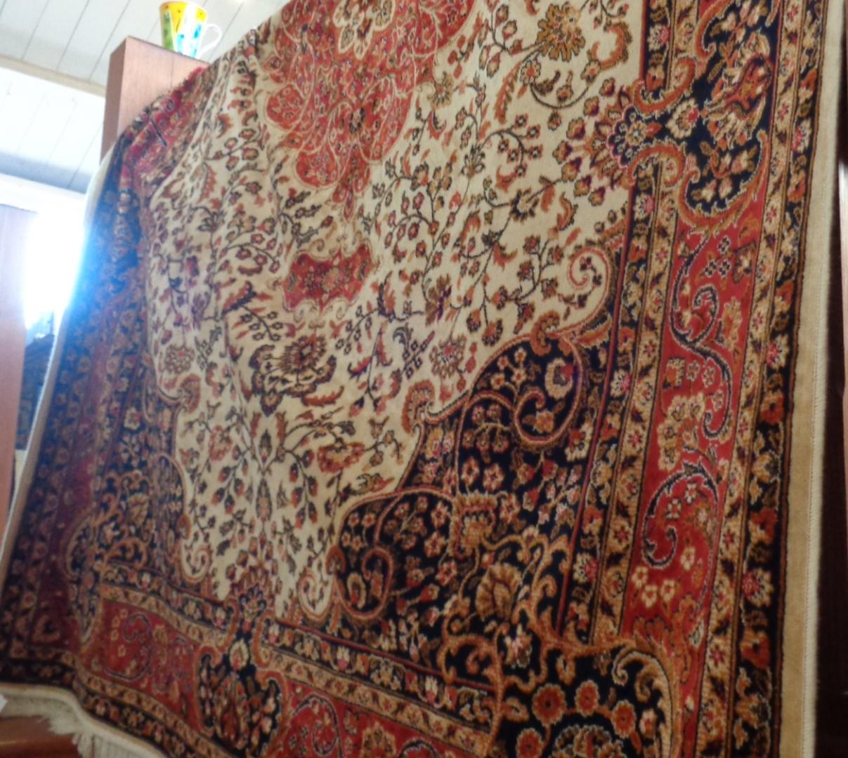 Lot 8 - Modern Keshan rug on beige ground, 2.30m x 1.60m