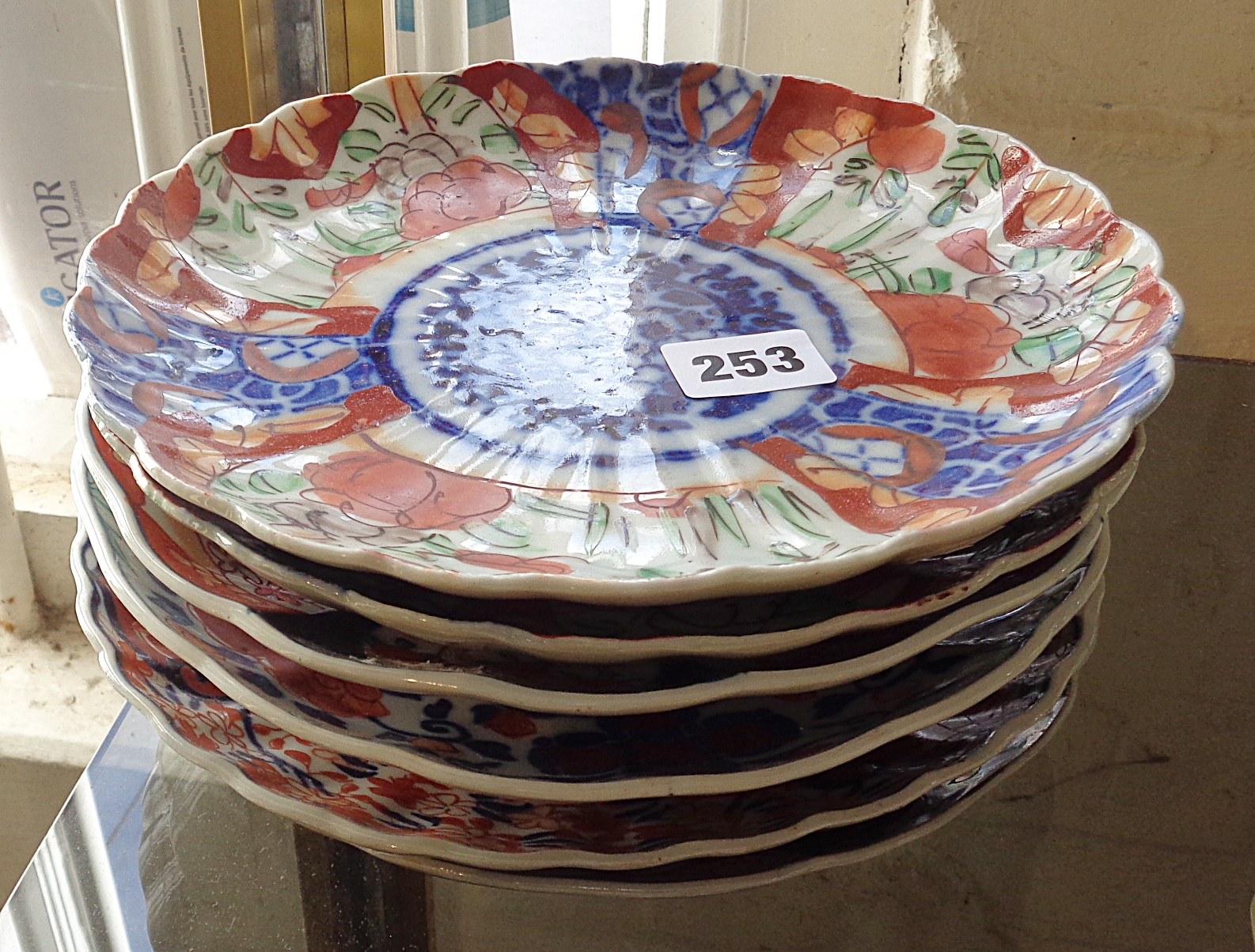 Lot 253 - Six Imari dishes